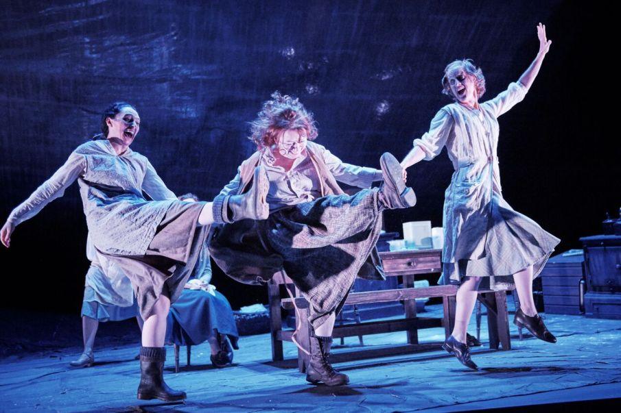 Mary Murray, Cara Kelly & Catherine Cusack Photo: Ros Kavanagh/ Lyric Theatre