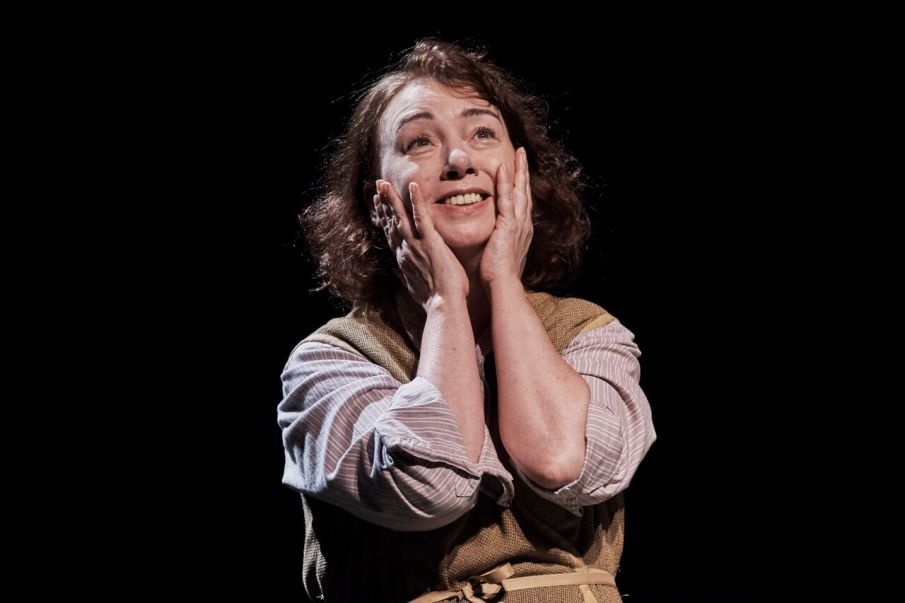 Cara Kelly as Maggie Mundy  Photo: Ros Kavanagh/ Lyric Theatre