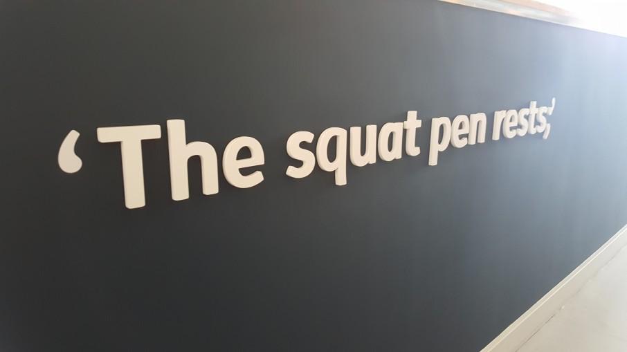 squat-pen